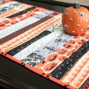 "Cute ""quilt as you go"" Halloween table runner tutorial on polkadotchair.com"