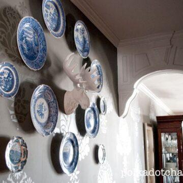 Unique Plate Wall Display Idea