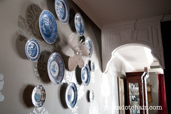 Unique Plate Wall Display Idea