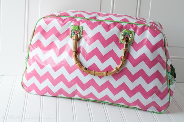 retro-travel-bag-pink-1