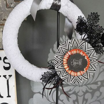 DIY Halloween Wreath (p.s. it's interchangeable)