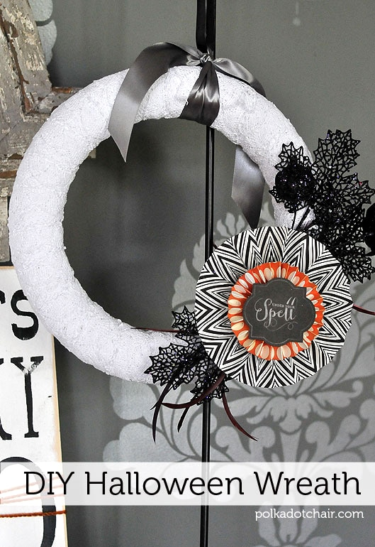 diy halloween wreath tutorial the wreath is just switch out the decorations based