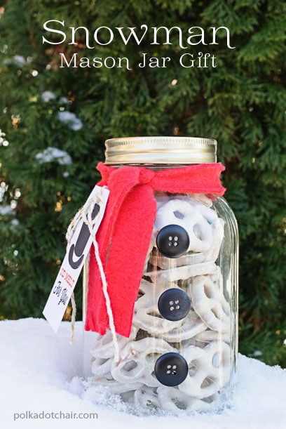 "Cute Snowman Mason Jar Gift Idea- so simple! You can download the ""I'd Melt for you Tag"" on the site"