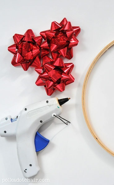 Christmas Bow Wreath on polkadotchair.com