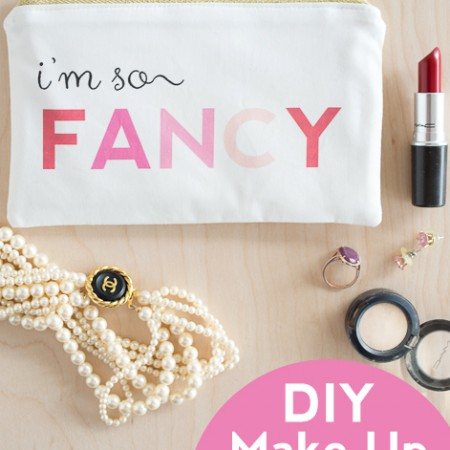 """""""I'm so Fancy"""" Make Up bag sewing pattern with free printable!"""