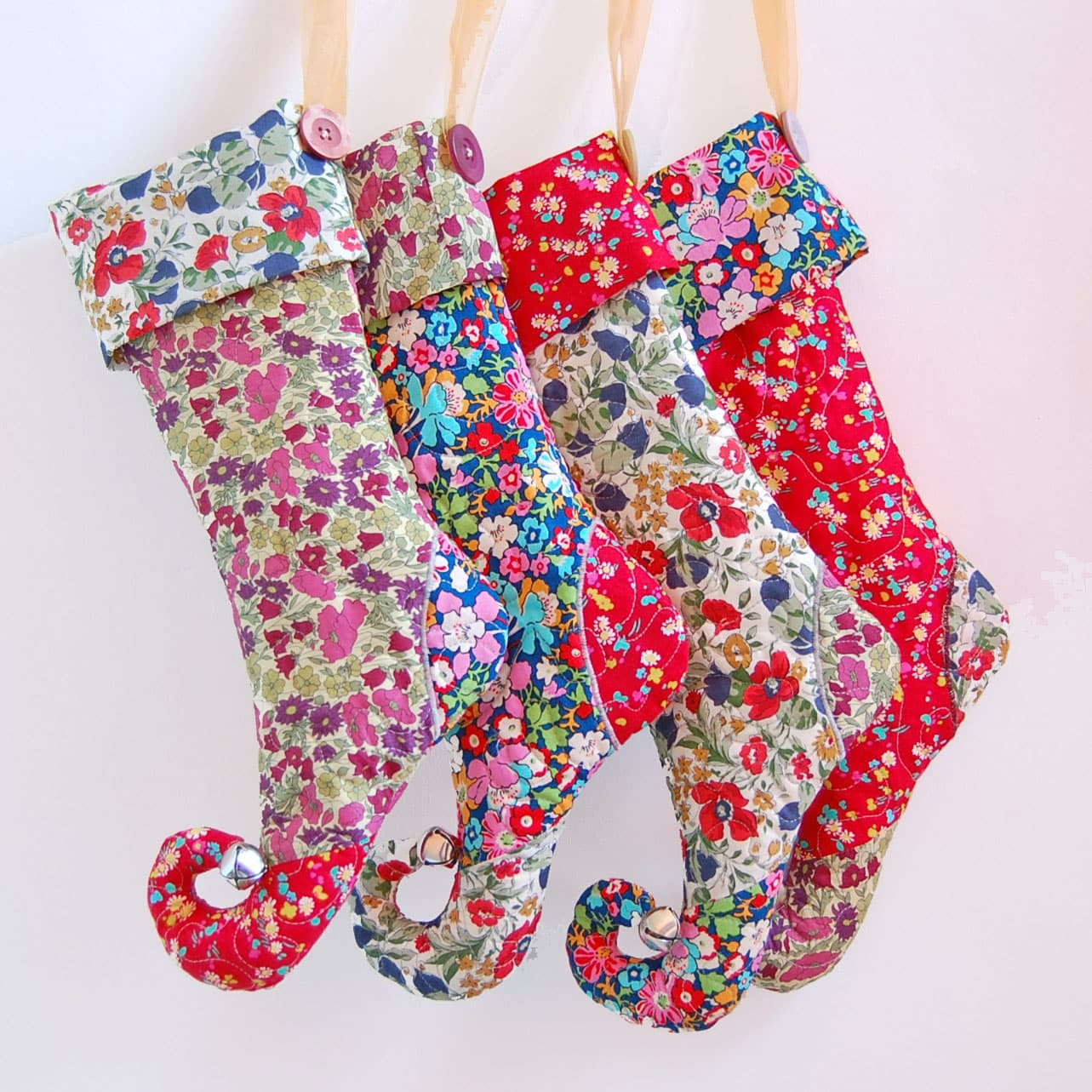 20 Christmas Stockings to Sew : quilted christmas stockings free patterns - Adamdwight.com
