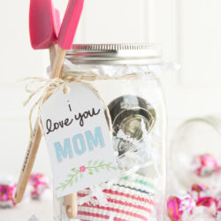 15 Clever Mason Jar Gift Ideas for Mom - perfect for a last minute gift!