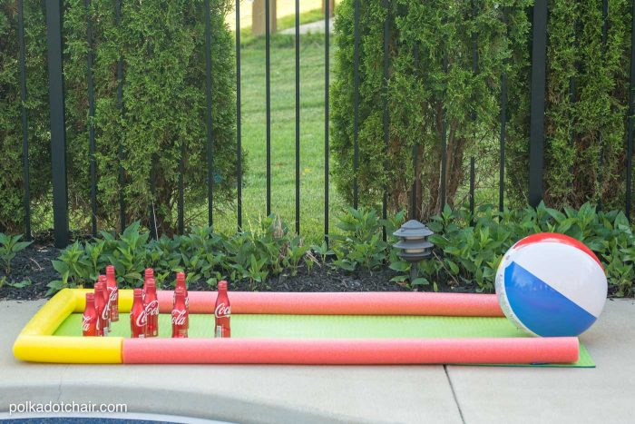 Summer is almost here and the summer toys have hit the shelves. What can you do with a pool noodle? Probably more than you think! Here are 12+ Summer Pool Noodle Crafts and Hacks! From toys to games, and gardening to crafts! The possibilities are endless.