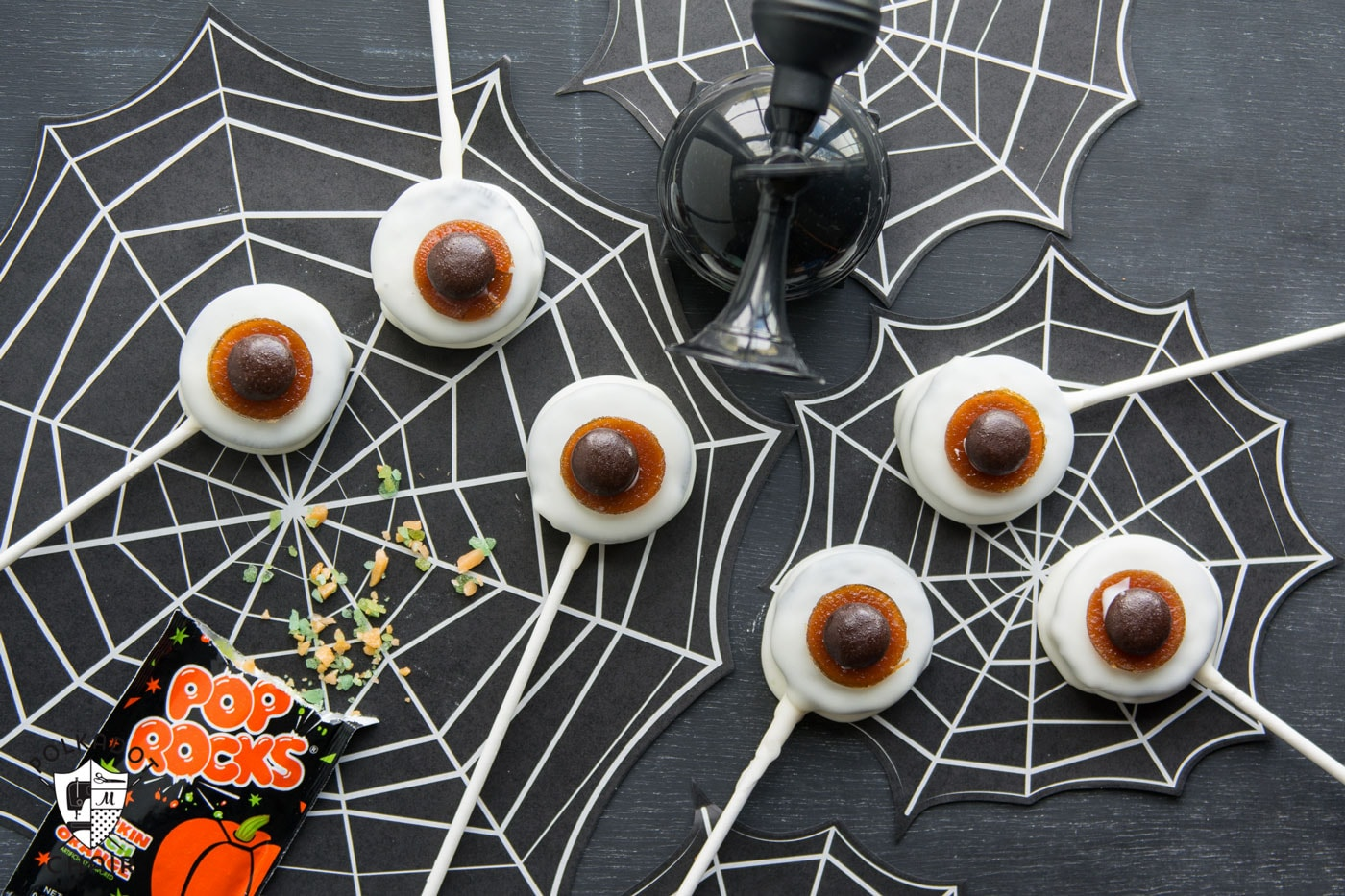 """Harry Potter inspired Exploding Eyeball Cookies- they have pop rocks inside that """"explode"""" when you eat them! So cute for Halloween Treats!"""