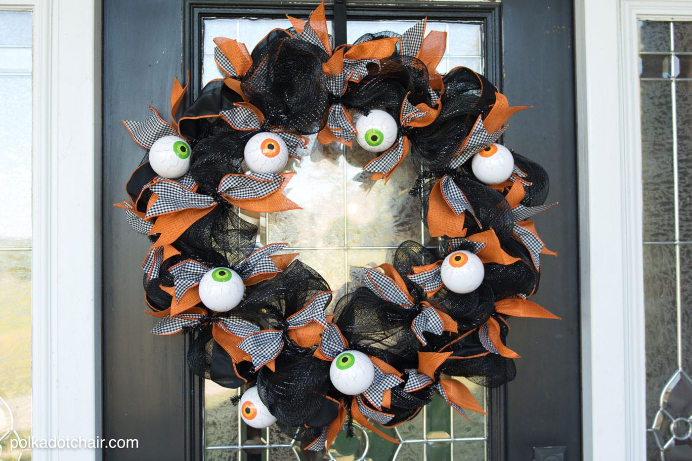Geo mesh wreath form - How To Make A Cute Halloween Eyeball Wreath For Your Front Door Out Of Geo Mesh