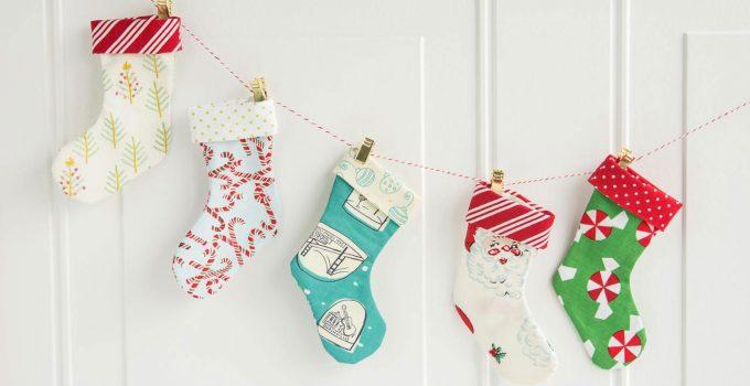 Mini Christmas Stocking Garland Tutorial