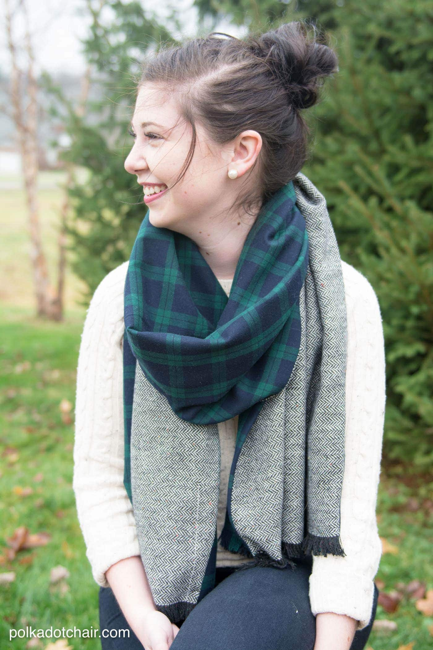 Diy winter scarf tutorial on polkadotchair free sewing pattern for diy oversized winter wool scarf with fringe looks so jeuxipadfo Images