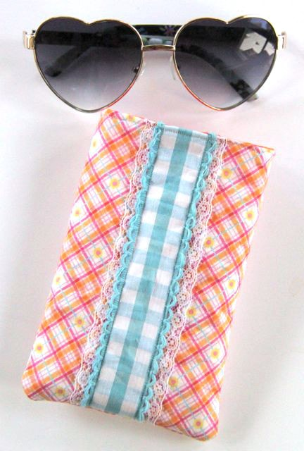 Learn how to sew a sunglasses case with this DIY Sunglasses Case tutorial from Smashed Peas and Carrots