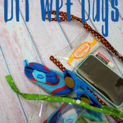 How to sew a vinyl wet bag; great way to keep your summer pool bag organized and clean!