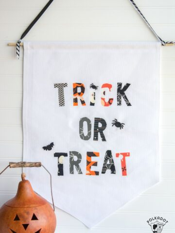 DIY Trick or Treat Halloween Banner- so easy to make it's no sew, site includes a free pattern for the lettering