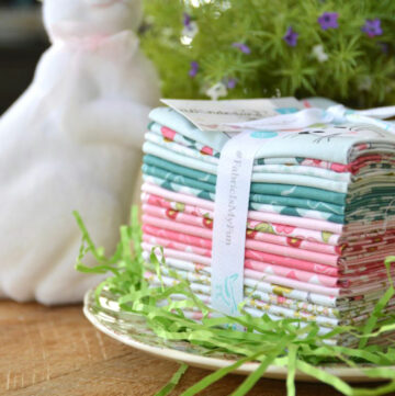 Snuggle Bunny Quilt Pattern by Amanda of JediCraftGirl.com - a free Spring Mini Quilt Pattern !