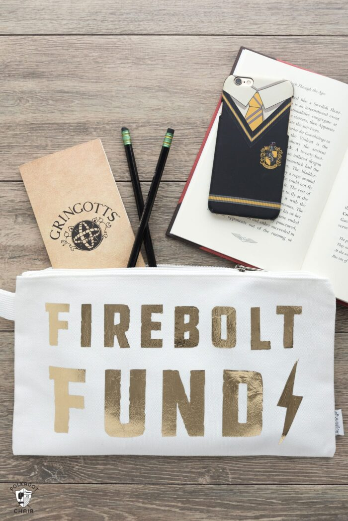Cute DIY Harry Potter pencil pouches. Easy to make DIY iron ons using a Cricut machine. Such a cute back to school project!