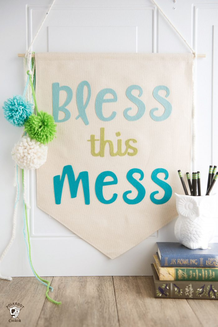 How to make a canvas banner with felt letters - such a cute DIY dorm room decorating idea!