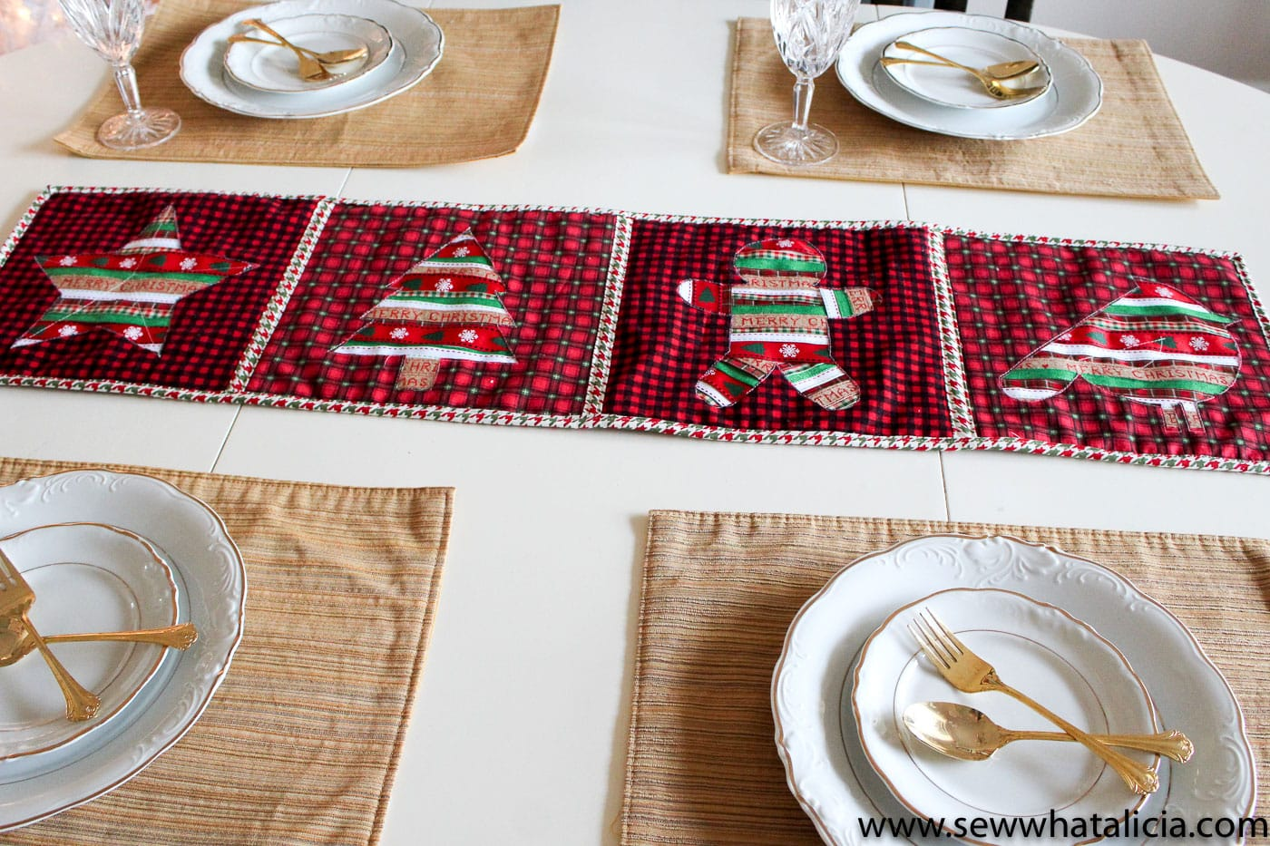 Free Reverse Applique Christmas Table Runner Pattern   Such A Cute And Fun  Christmas Craft Or