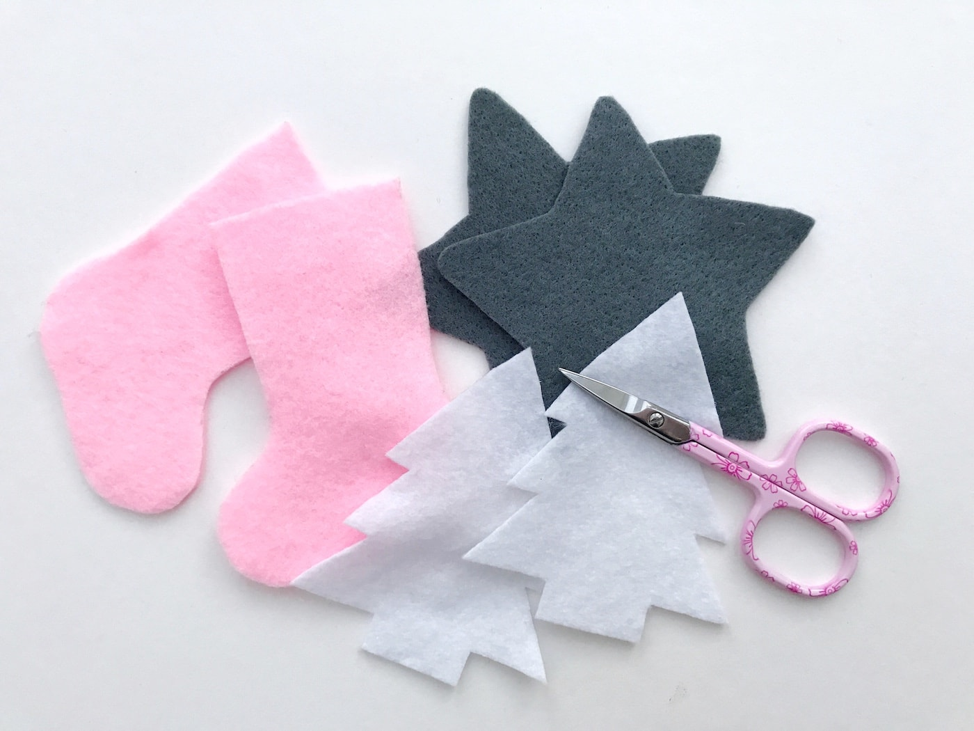 kawaii inspired felt christmas ornament pattern so cute and easy such a fun christmas