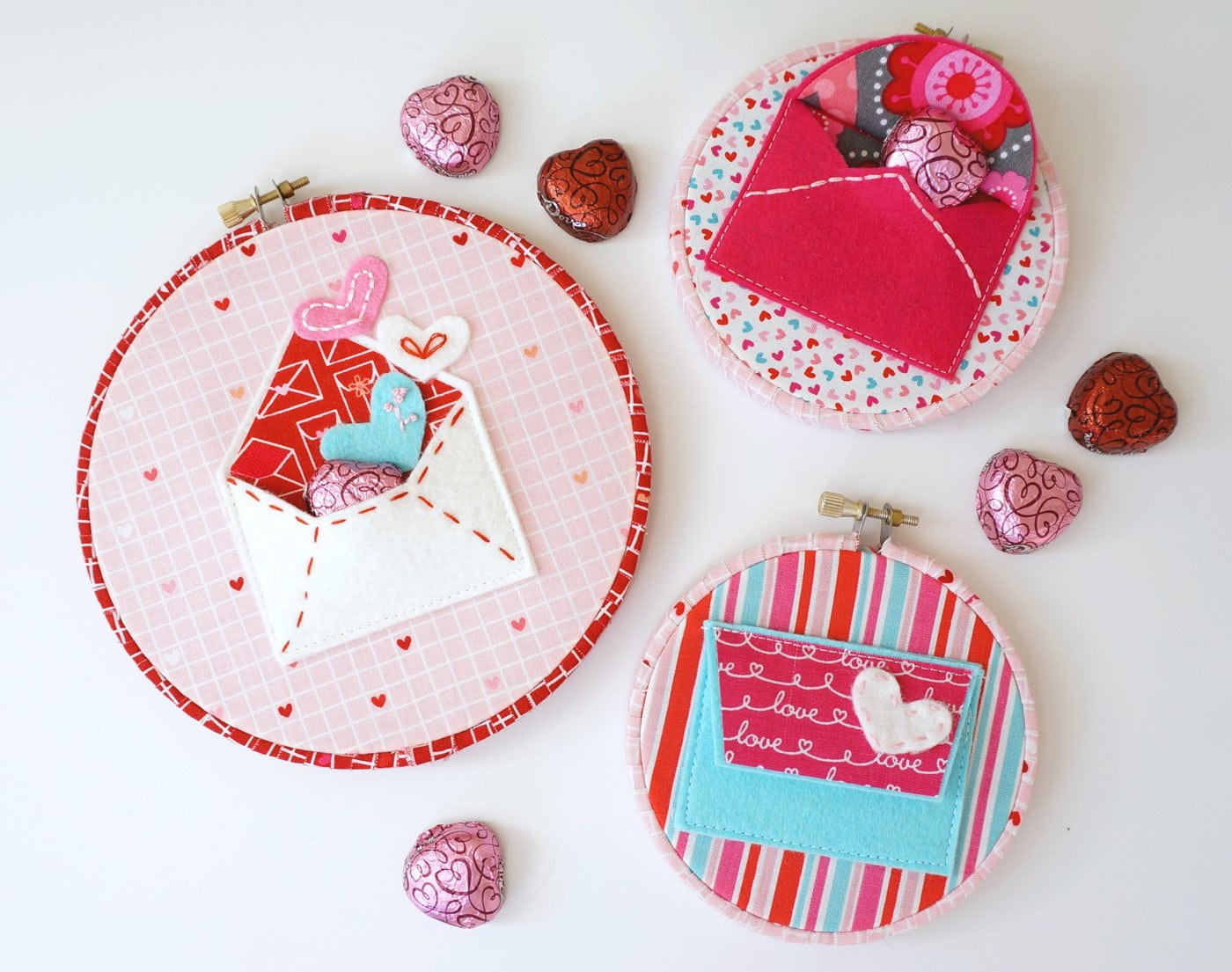 "A free pattern for ""Love Notes"" a Valentine's Day Craft idea. A felt envelope tutorial - with hand embroidery and felt applique #ValentinesDay #ValentinesDayCraft #FeltEnvelope #FeltCrafts #FeltProject #EmbroideryHoopArt"