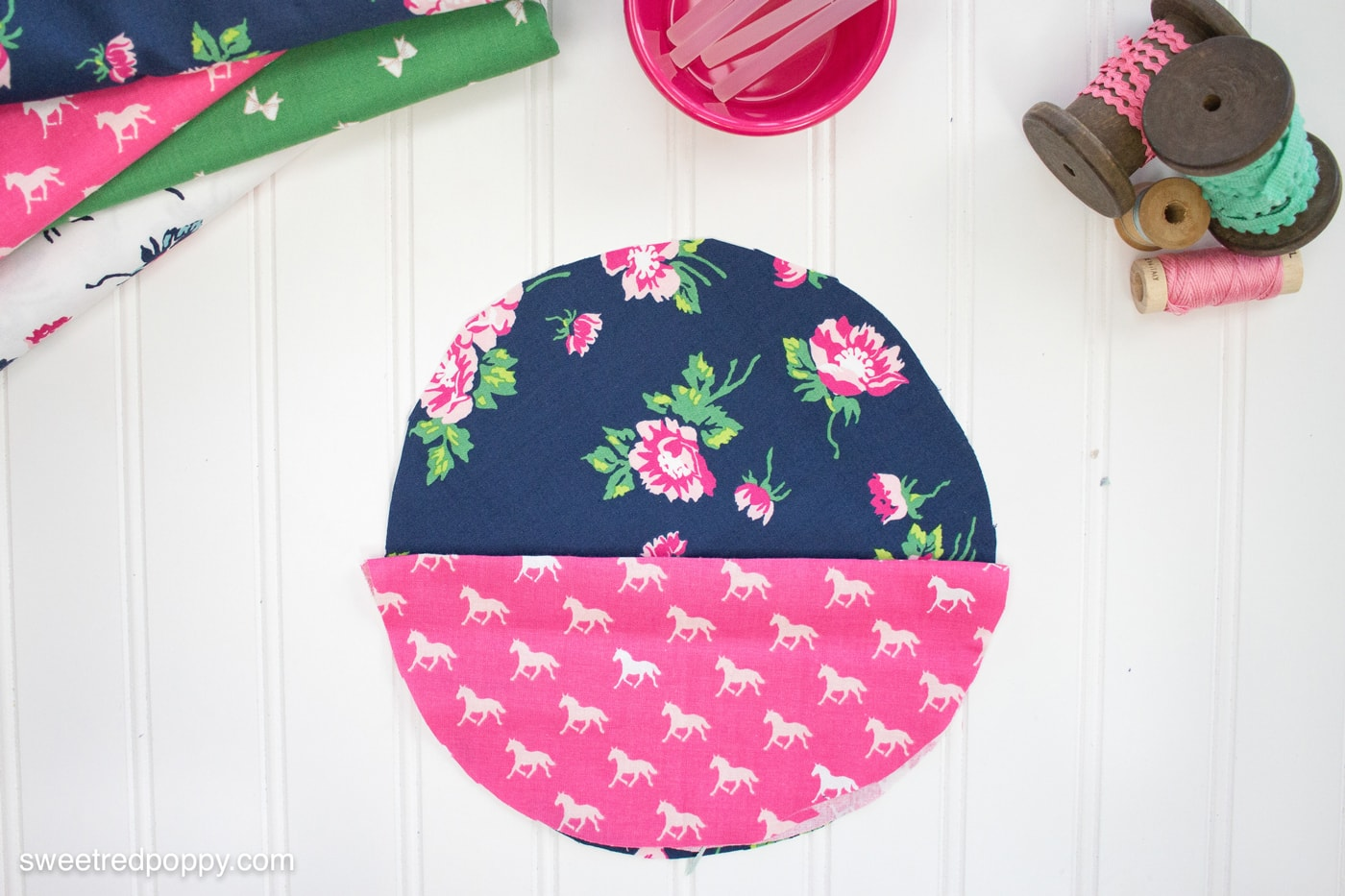 How to make an embroidery hoop hanging wall organizer