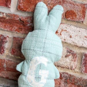 How to sew a stuffed bunny. A free sewing pattern.