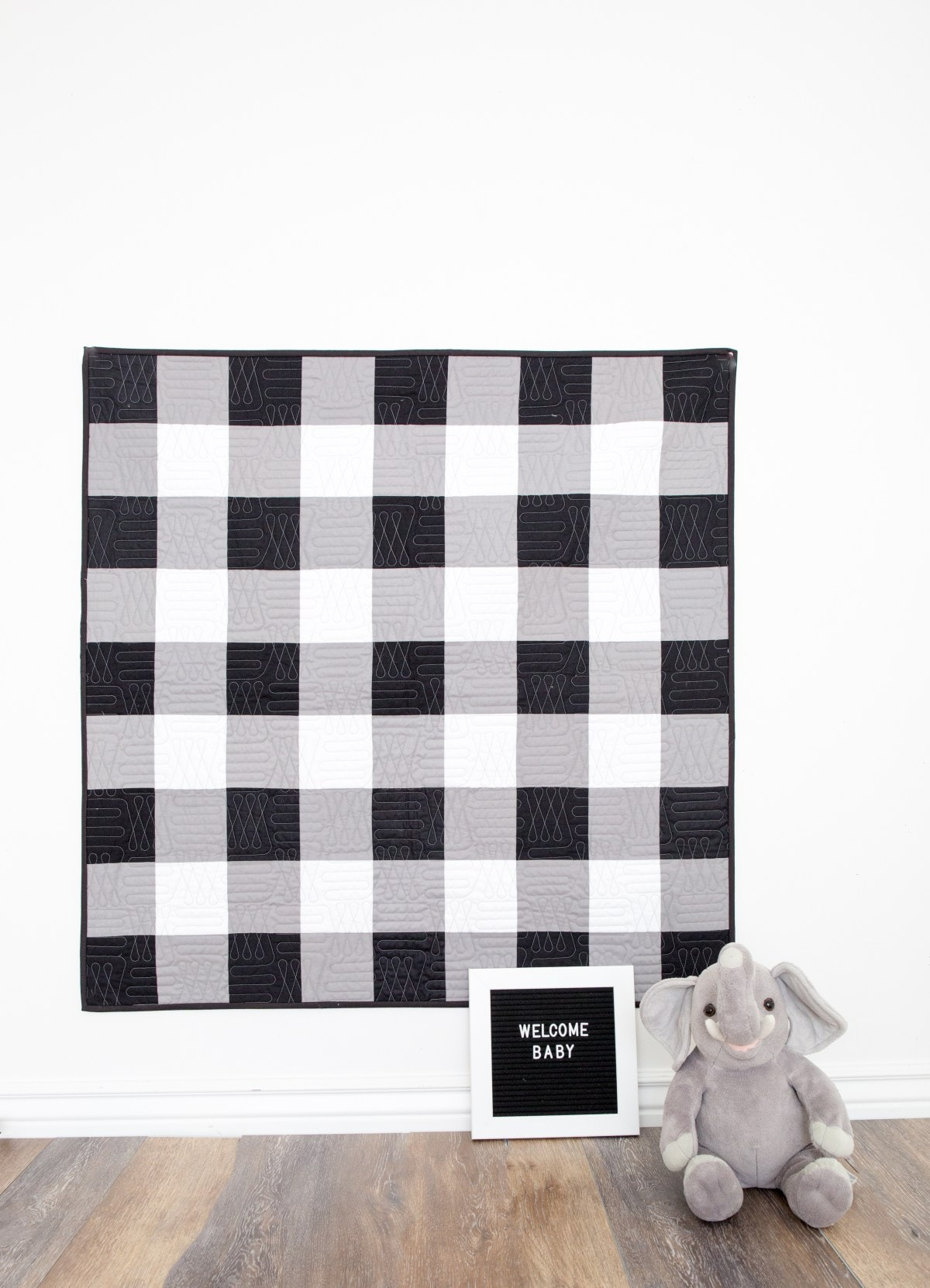 a free tutorial for a black and white gingham baby quilt