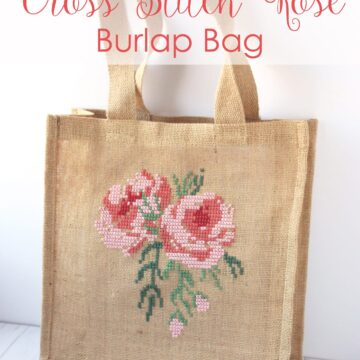 Free pattern for a Cross Stitch Burlap Bag - learn how to cross stitch a rose on a burlap bag #crossstitch #crossstitchrose #crossstitchpattern