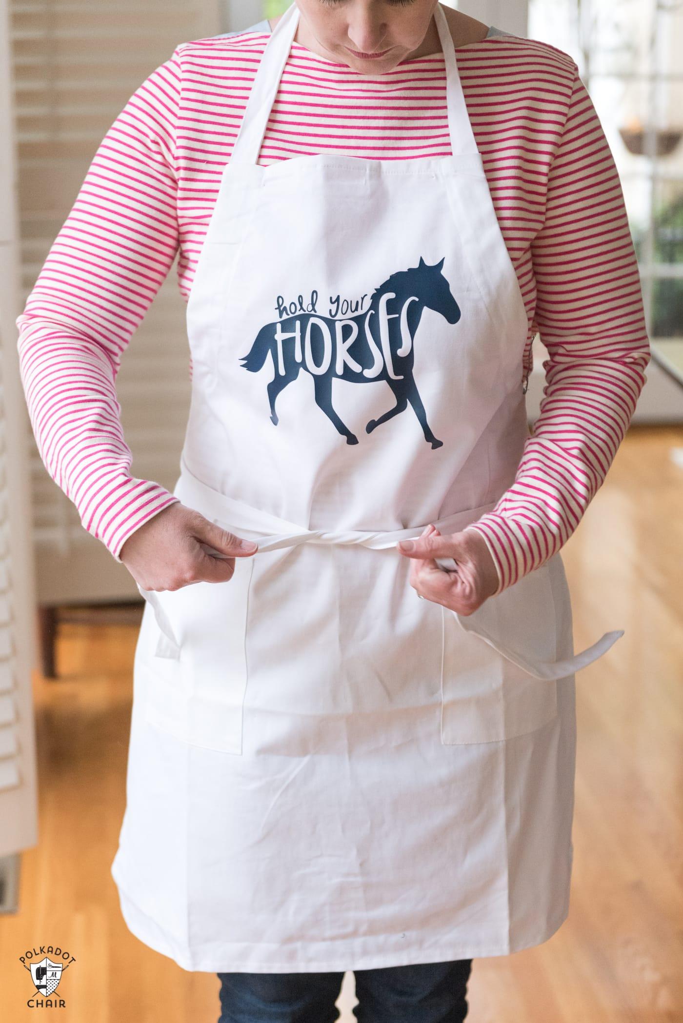 Hold your Horses DIY Apron tutorial, a fun Kentucky Derby Craft idea - #derbycrafts #derbycraftideas #kentuckyderby #DIY #DIYApron #CricutMade #SVGFiles #HorseSVGFiles