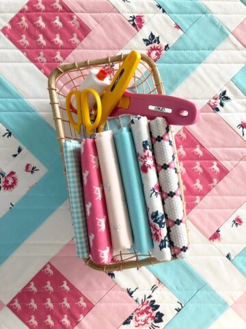 Adorable small sewing projects perfect for weekend sewing. A list of things to sew in a weekend, or things to sew for gifts! #sewingprojects #sewingpatterns #miniquilt #thingstosew #sewinggifts #handmadegifts #handmadegiftideas