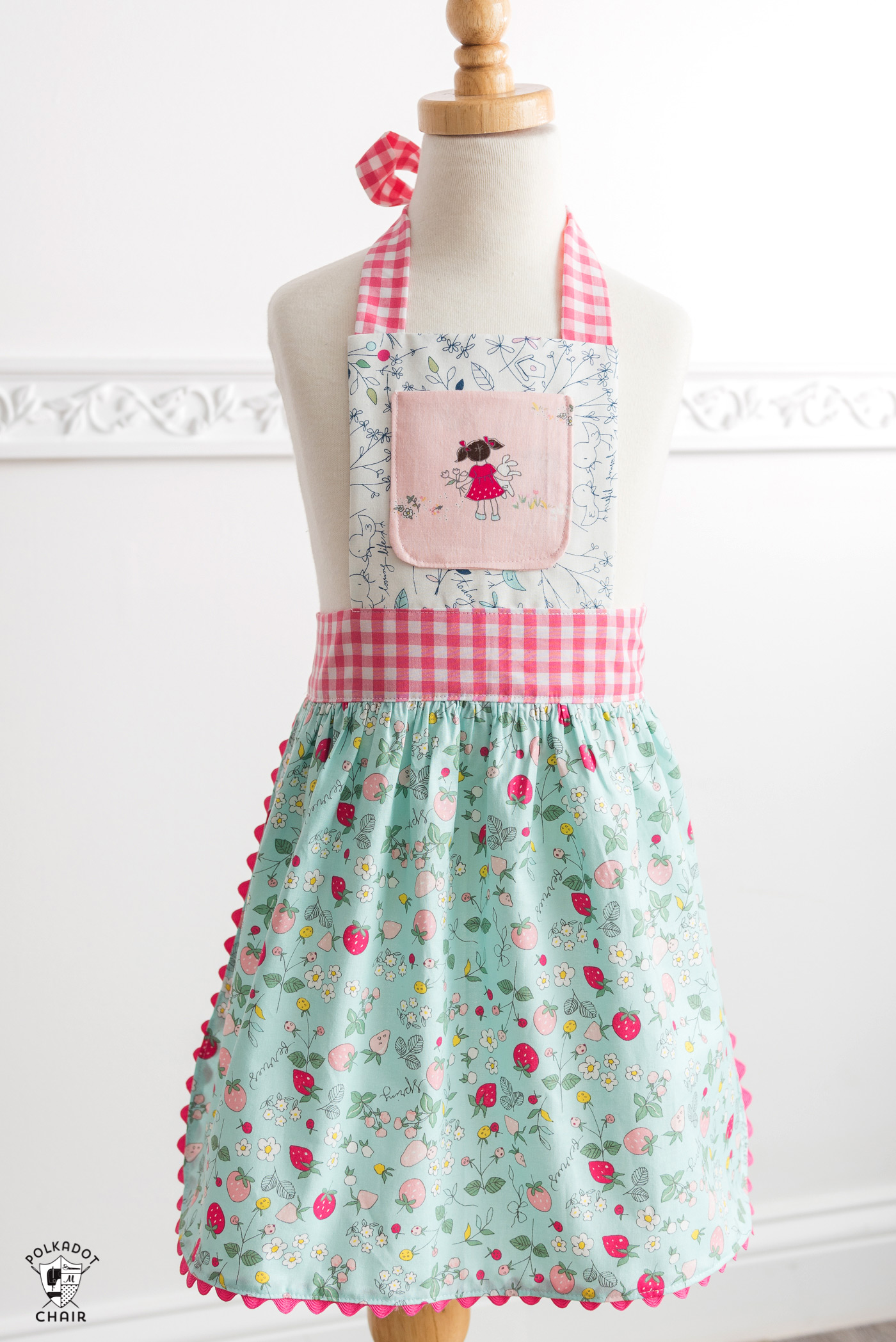 How to Sew Children\'s Aprons, a free Child\'s Apron Pattern