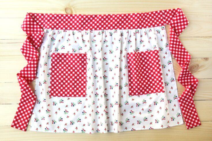 A Cute and Modern Pocket Apron - free sewing tutorial