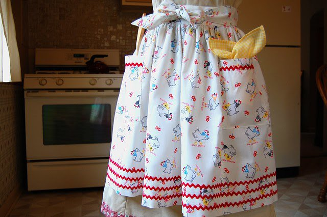 "One Yard ""Use-it-all"" Apron Pattern and Tutorial"